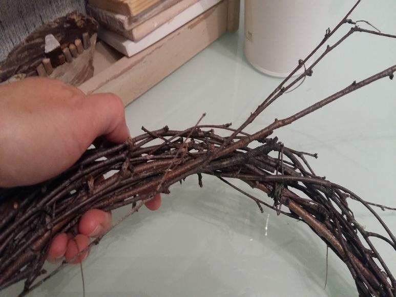 плетение венка из веток березы 1