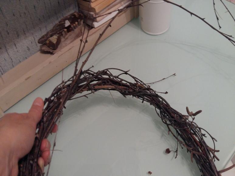 плетение венка из веток березы 2