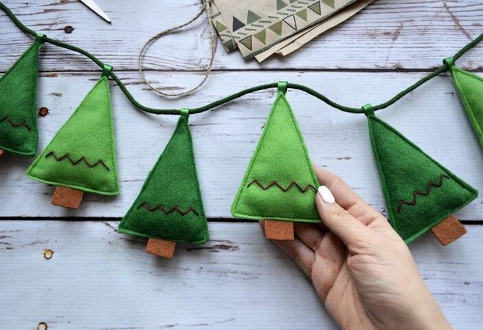 зеленые елочки из фетра