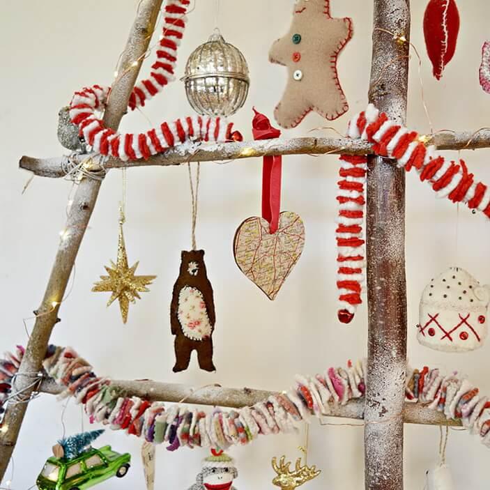 новогодние игрушки на елке из веток