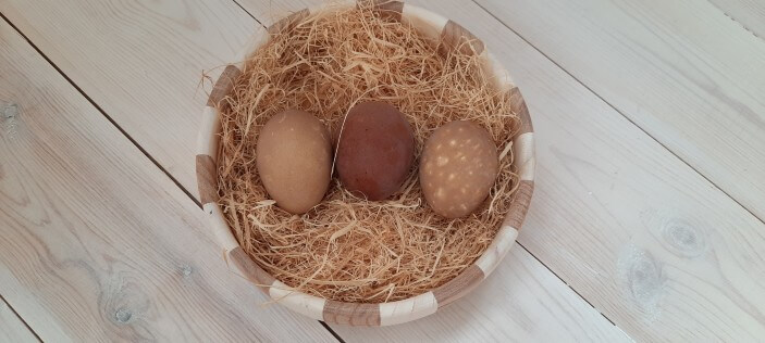 как красить яйца кофе