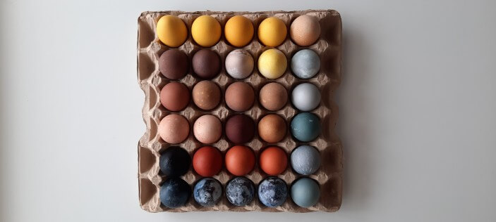 покраска яиц на пасху натуральными красителями